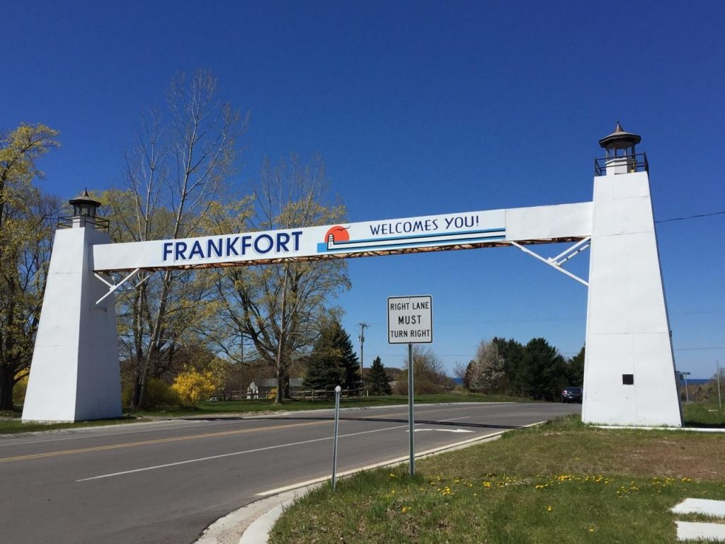 Frankfort Michigan Welcomes You sign.